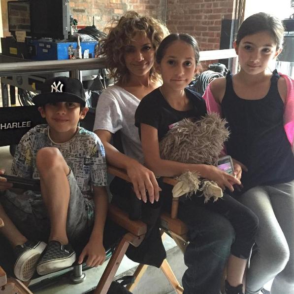 جنيفر لوبيز مع طفليها  (3)