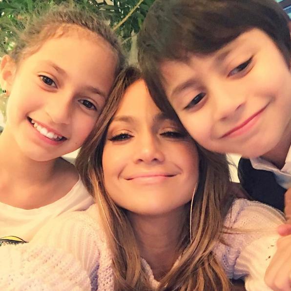 جنيفر لوبيز مع طفليها  (2)