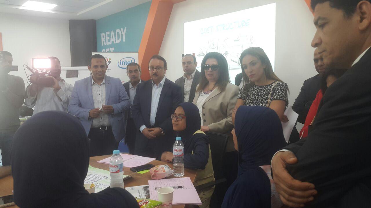 ياسر القاضى خلال تفقده المنطقة التكنولوجية ببرج العرب