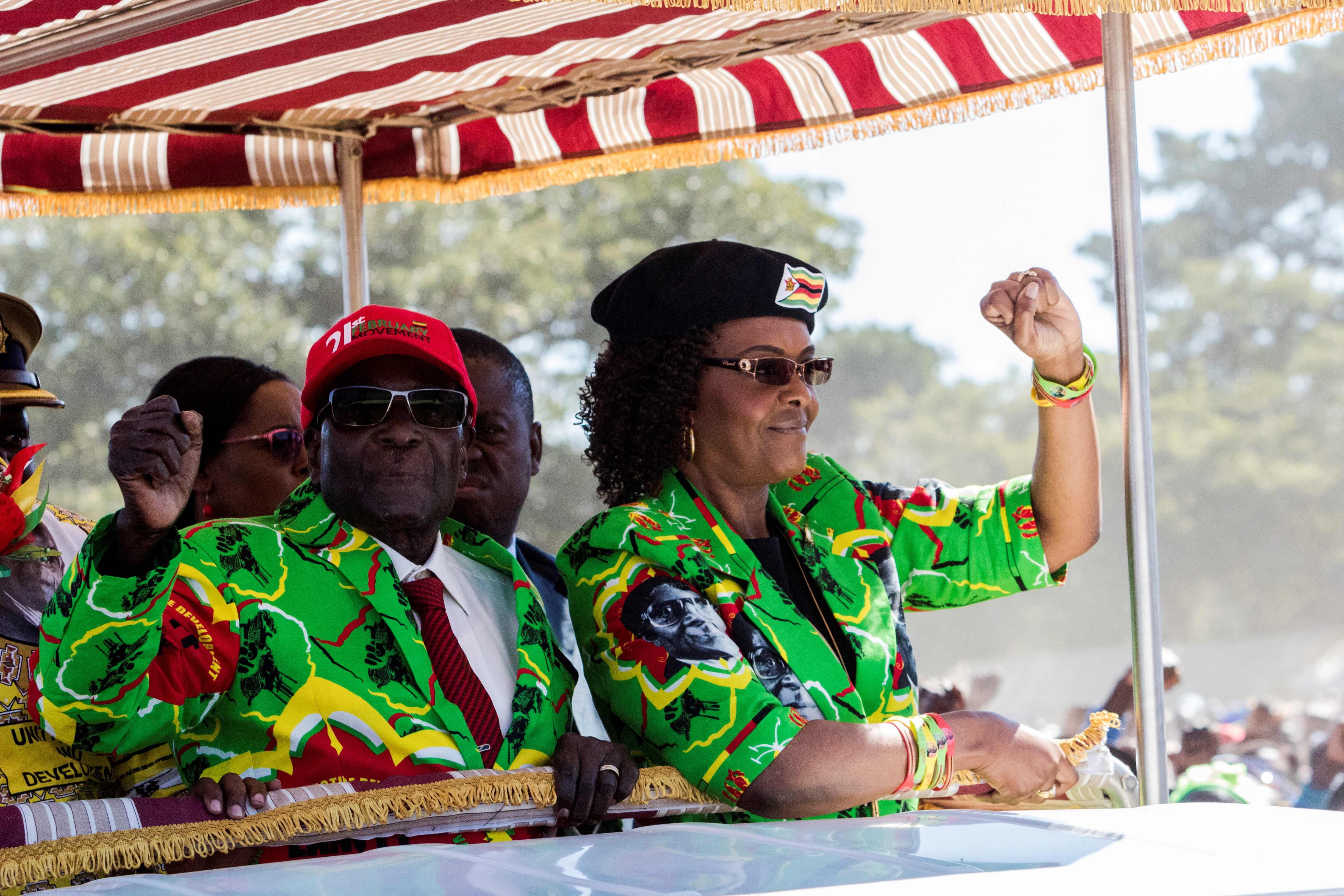 السيدة الأولى فى زيمبابوى جريس موجابى أمام حشد من مؤيديه