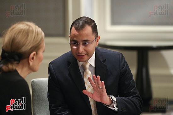 الزميل محمد محسن أبو النور يتحدث للإمبراطورة فرح ديبا