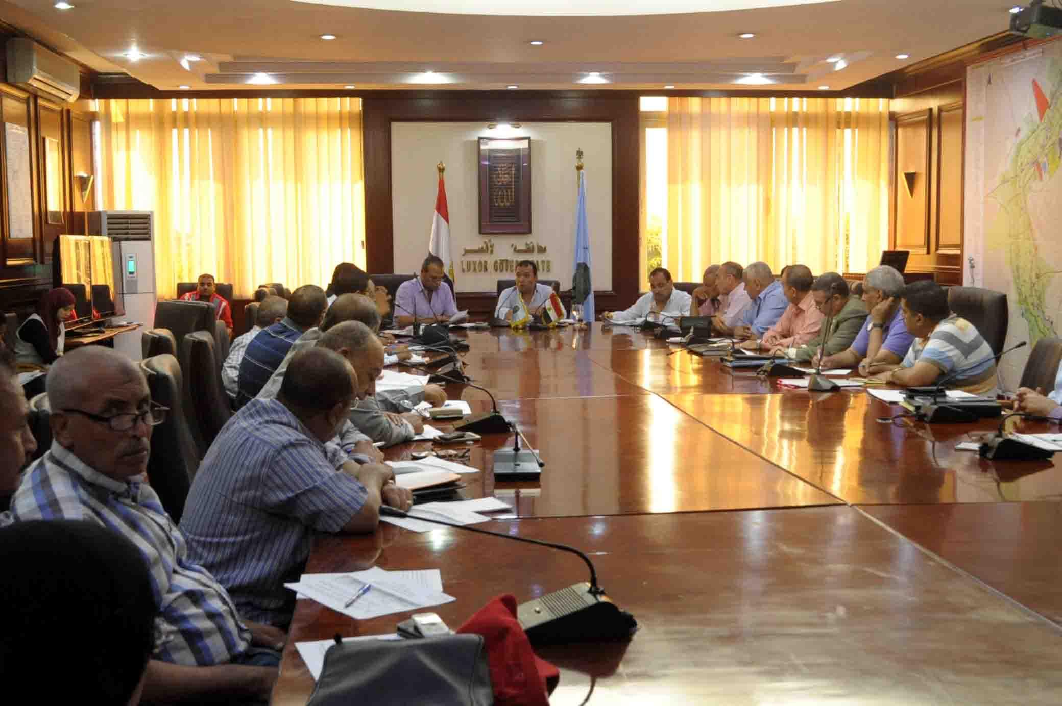 بدر يطالب بتنفيذ قرارات مجلس الوزراء بلقاء المجلس التنفيذي