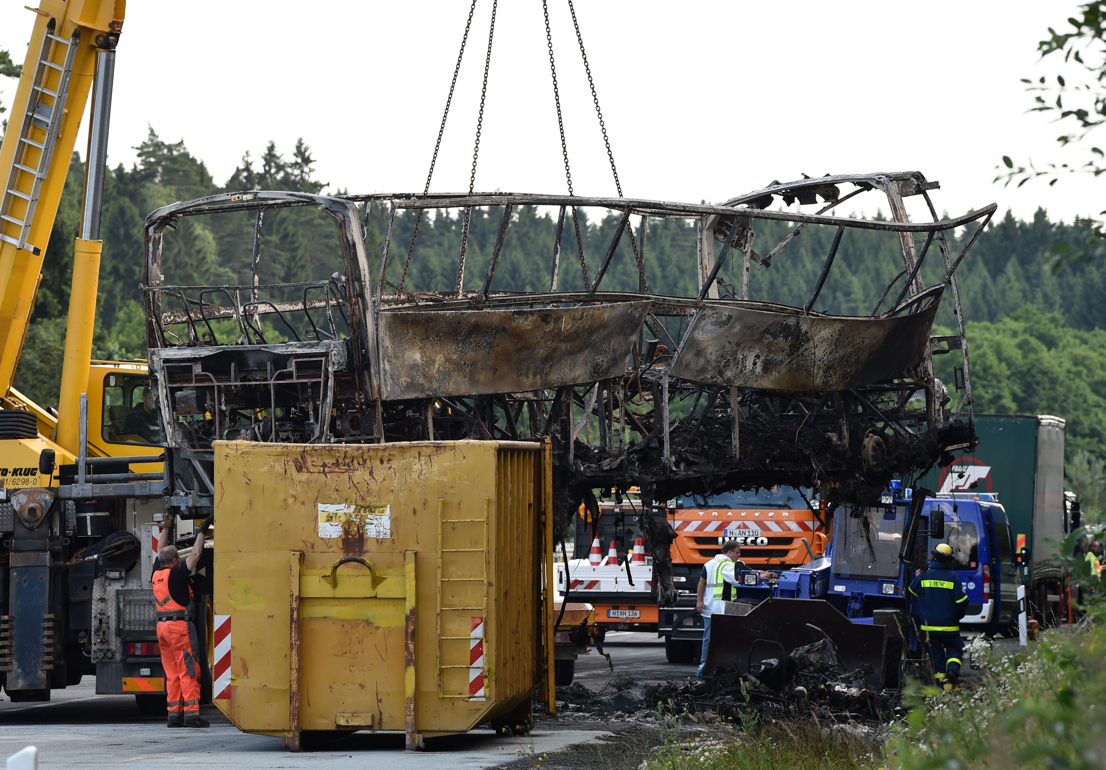 السلطات الألمانية تزيل آثار تفحم الحافلة