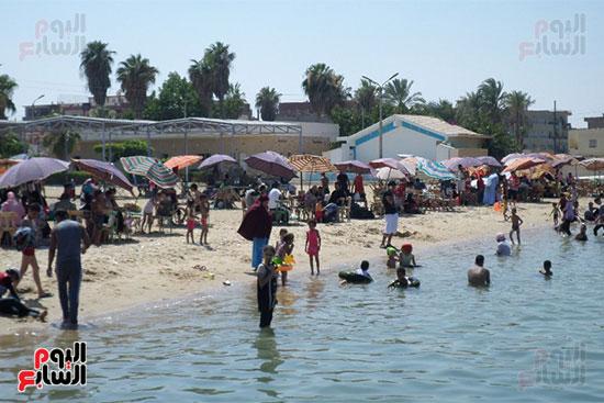 مياه الشاطئ والمصيفون