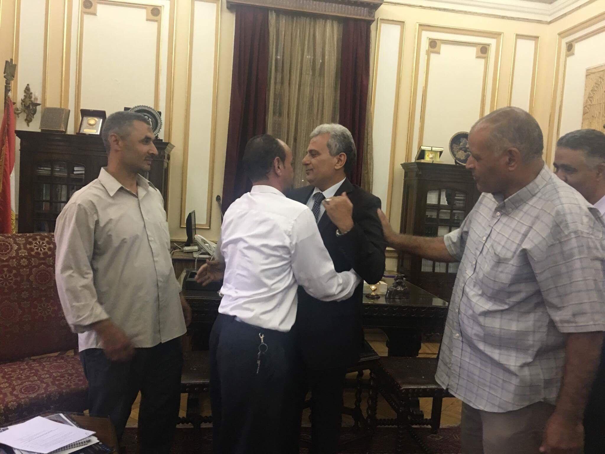 جابر نصار يودع موظفى جامعة القاهرة
