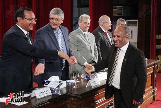 تكريم اعضاء هيئه التدريس بجامعه القاهره (3)
