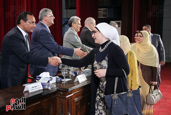 تكريم اعضاء هيئه التدريس بجامعه القاهره (7)