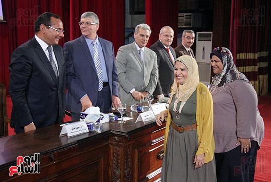تكريم اعضاء هيئه التدريس بجامعه القاهره (8)