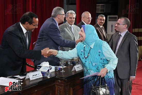 تكريم اعضاء هيئه التدريس بجامعه القاهره (2)