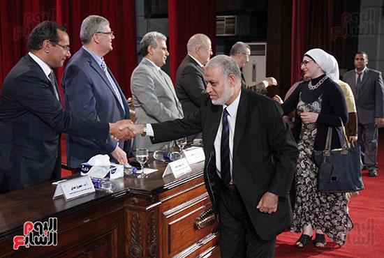 تكريم اعضاء هيئه التدريس بجامعه القاهره (6)