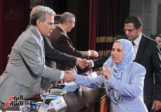 تكريم اعضاء هيئه التدريس بجامعه القاهره (23)