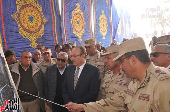 كامل الوزير فى زيارة لبنى سويف