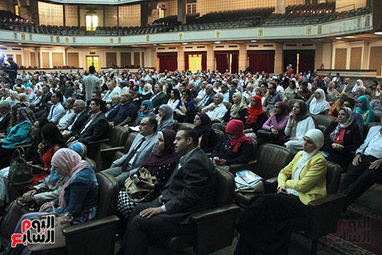 تكريم اعضاء هيئه التدريس بجامعه القاهره (14)