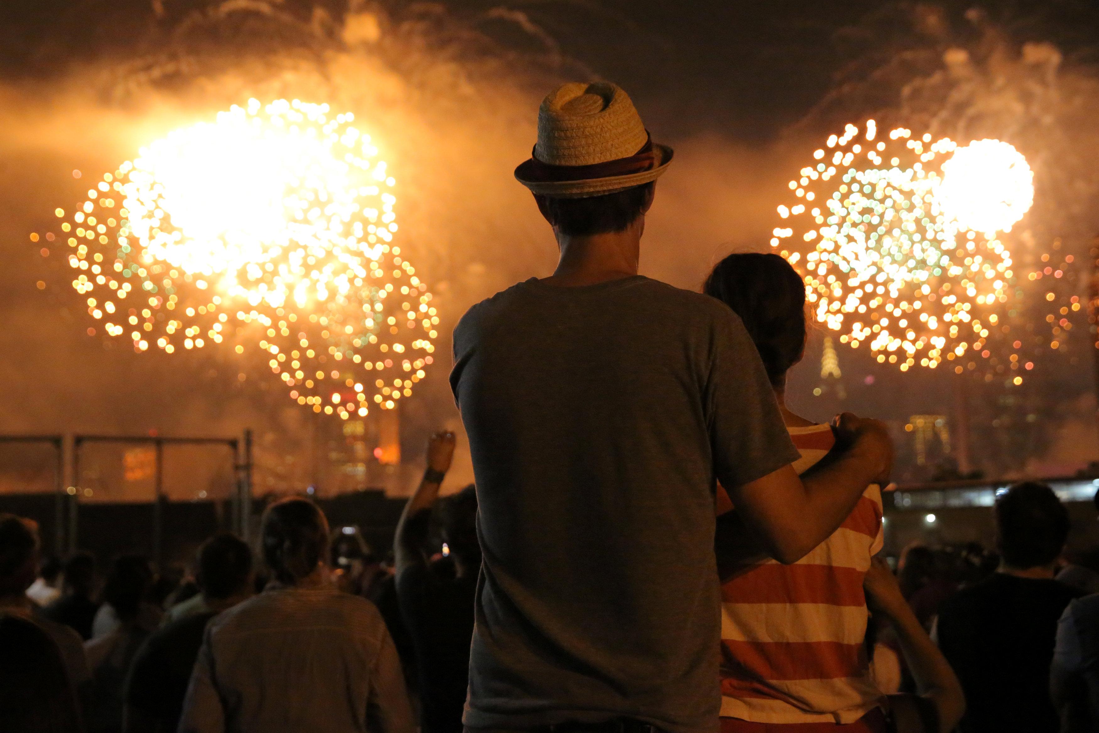 ألعاب نارية ضخمة فى احتفالات أمريكا بعيد الاستقلال - اليوم السابع