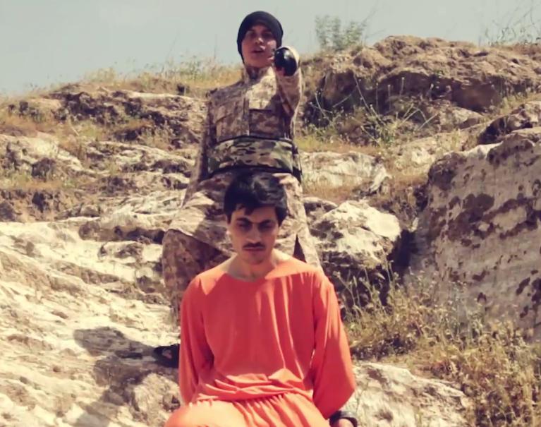 طفل أجنبي داعشي يذبح رجل