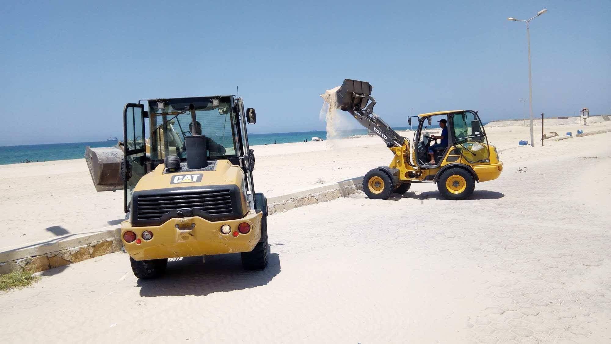 رفع الرمال على شاط العريش (3)