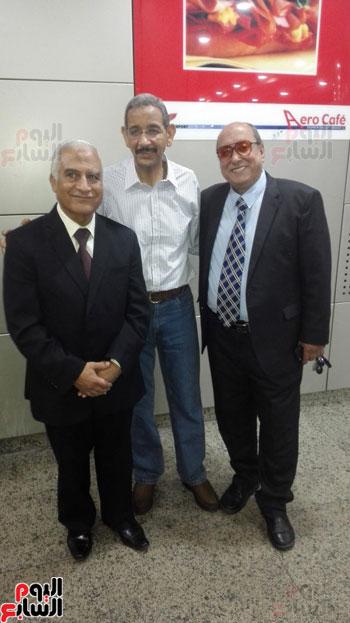 جمارك المطار تنظم احتفالية لتكريم مدير الإدارة لبلوغه سن التقاعد (1)