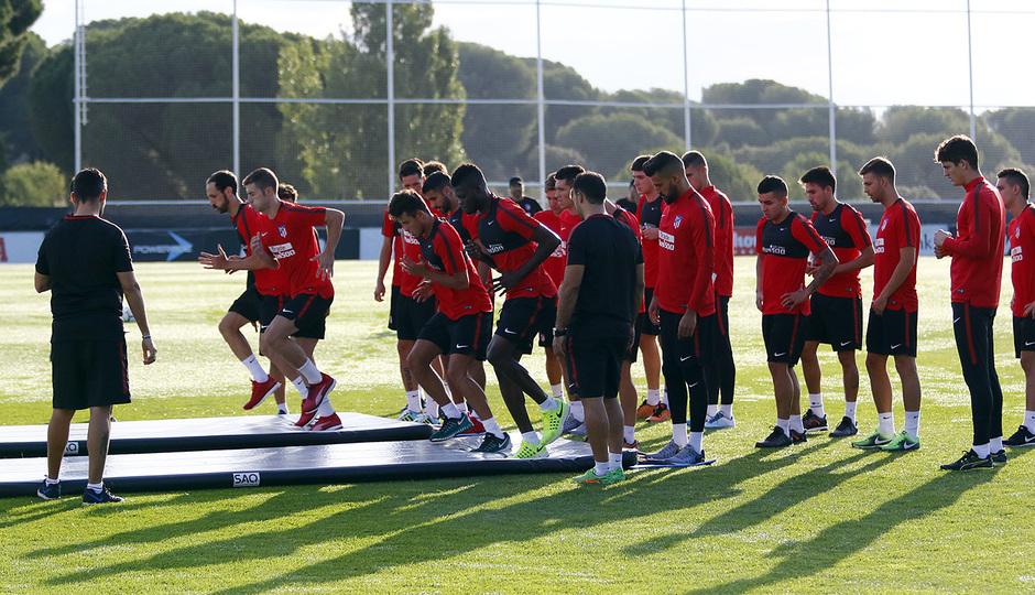 لاعبى أتلتيكو  مدريد خلال أحد التدريبات البدنية