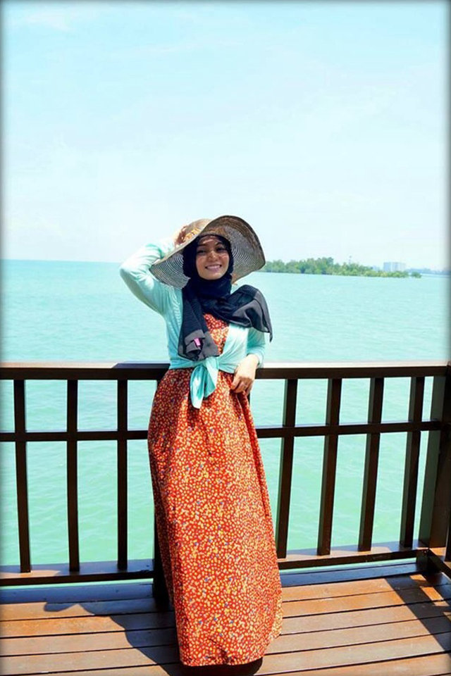 large_hijab-style_ideas_for_the_Beach