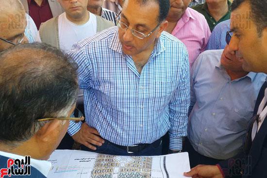 وزير الاسكان ومحافظ بورسعيد خلال وضع حجر الاساس