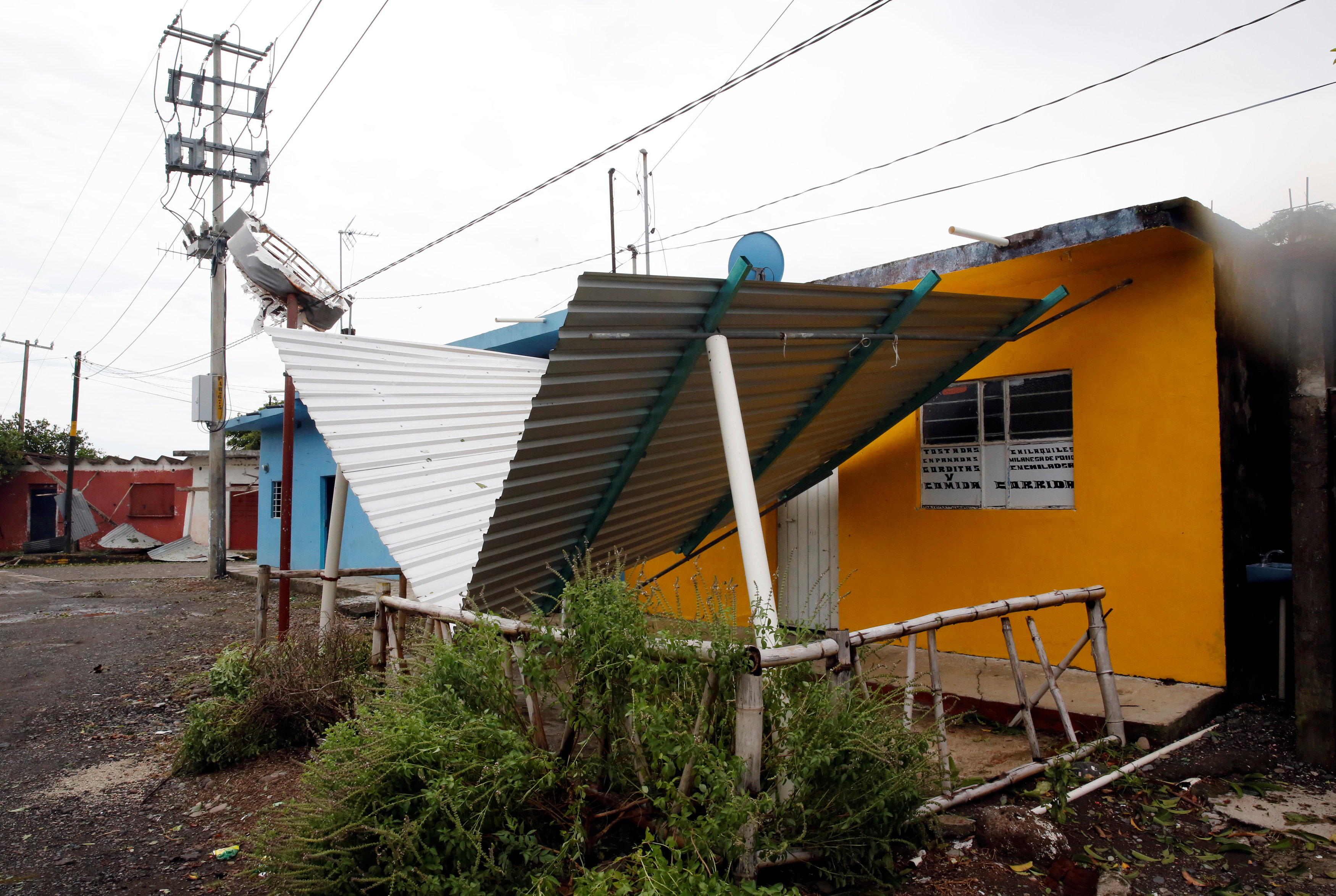 آثار إعصار المكسيك