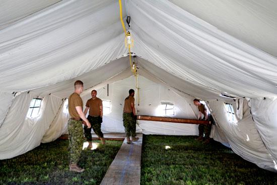 عناصر من الجيش الكندى تضع قواعد خشبية