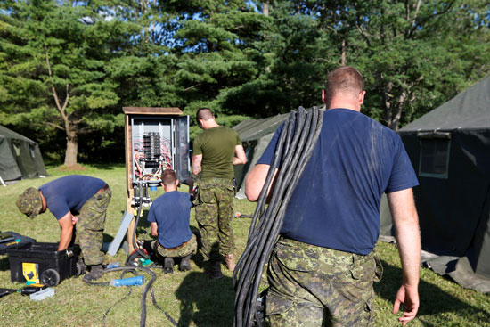 إدخال الكهرباء للمخيمات