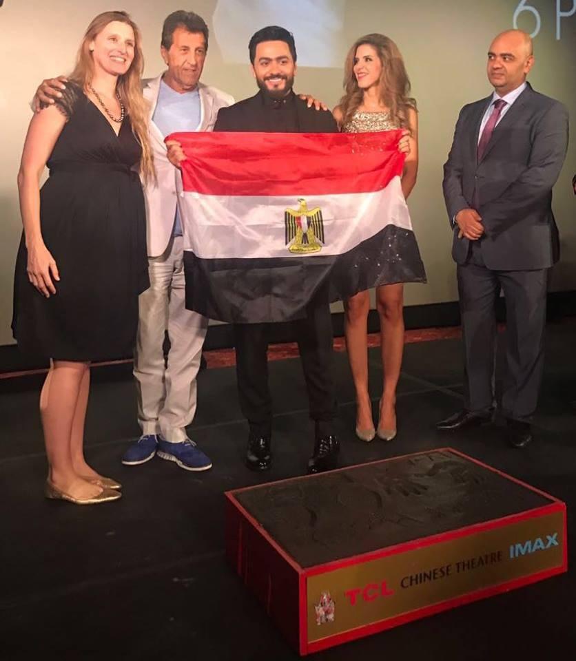 تامر يرفع علم مصر بعد تتويجه