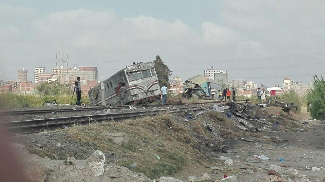 أول صور لموقع الحادث عقب انتشال حطام قطار الإسكندرية (1)