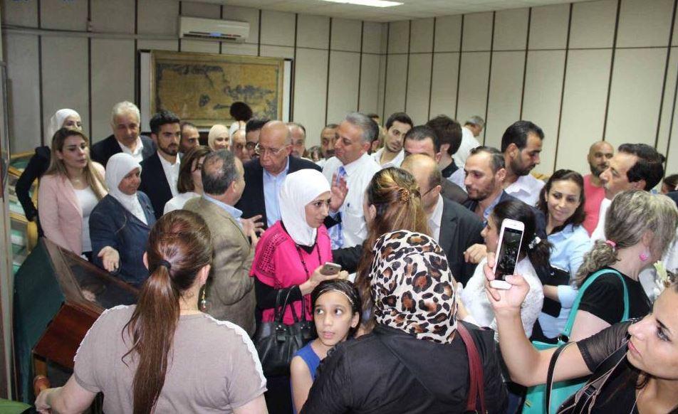 رئيس وزراء سوريا يتفقد معرض الكتاب بدمشق (3)