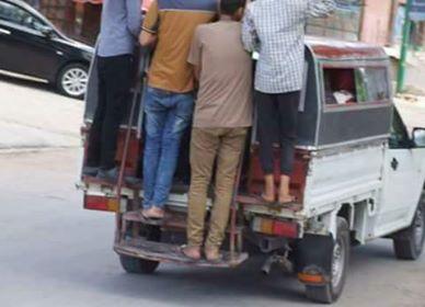 السيارات تعرض حياة الأهالى للخطر