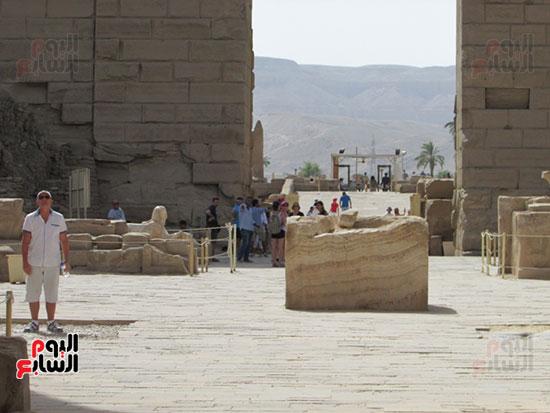 جانب من توافد السياح على معالم الاقصر الاثرية