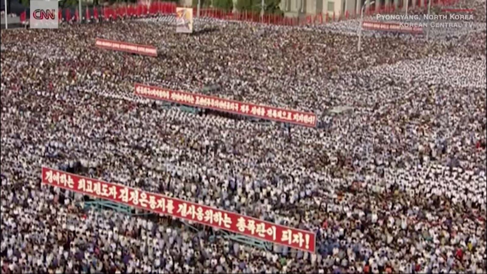 الآلاف يتظاهرون فى كوريا الشمالية بدعم الحكومة ضد قرارات مجلس الأمن