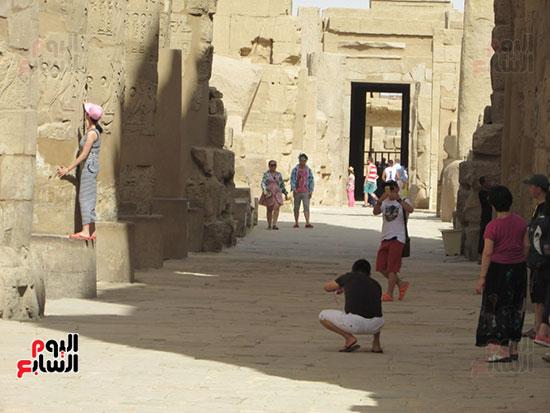 السياح يتوافدون على معابد الاقصر والحضارة الفرعونية