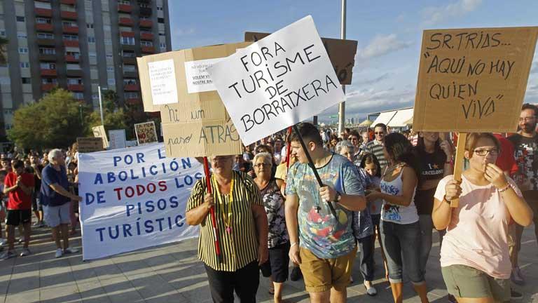الأسبان لا يريدون السياح