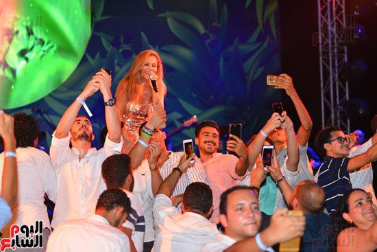 لويس فونسى ونيكول سابا يشعلان حفل الساحل الشمالى بحضور المشاهير   (29)