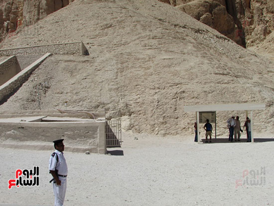 جانب من زيارات السياح لمقابر وادى الملوك والملكات بالاقصر
