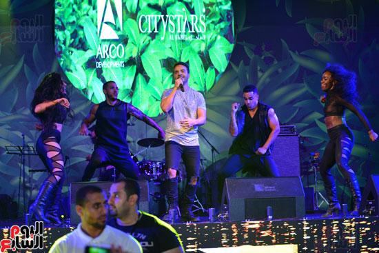 لويس فونسى ونيكول سابا يشعلان حفل الساحل الشمالى بحضور المشاهير   (2)