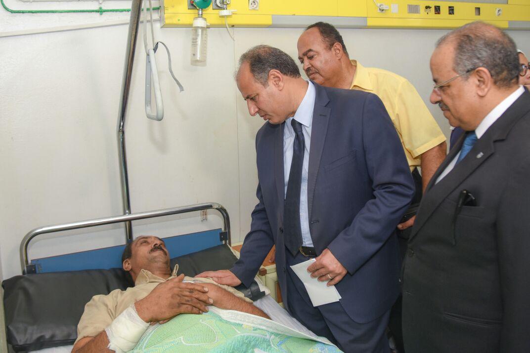 محافظ الإسكندرية يزور مصابى تصادم قطارى خورشيد  (2)