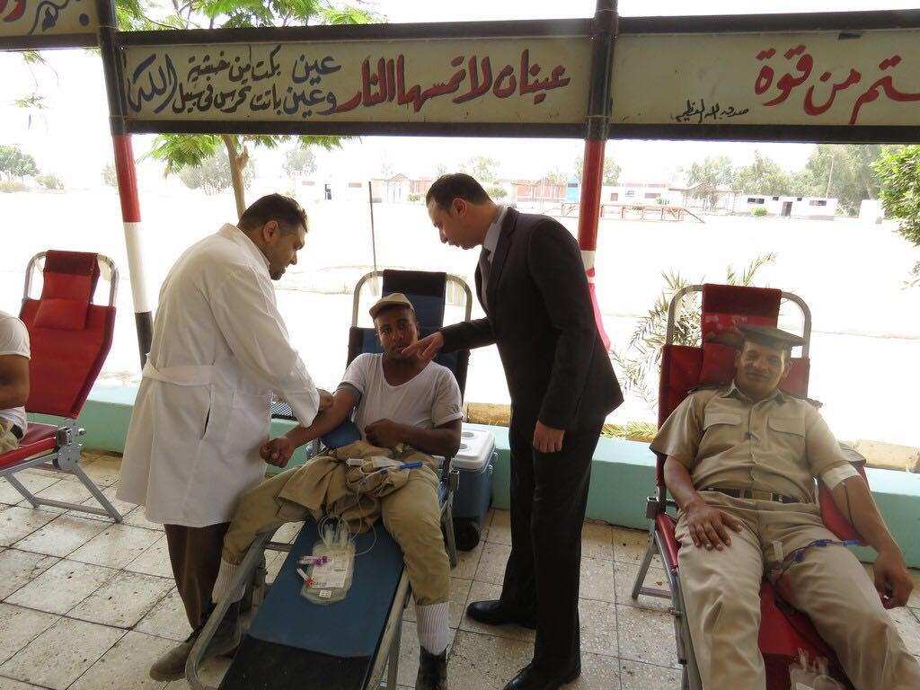 رجال الشرطة يتبرعون بالدم (3)