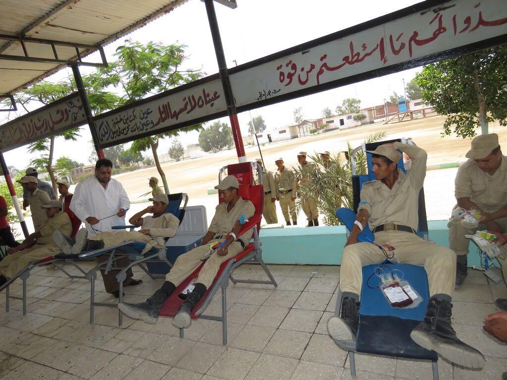 رجال الشرطة يتبرعون بالدم (4)