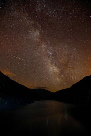 النجوم تسطع فى السماء