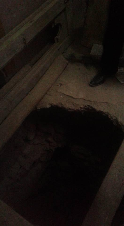 حفر للتنقيب عن الآثار داخل احد المنازل بأسيوط (3)