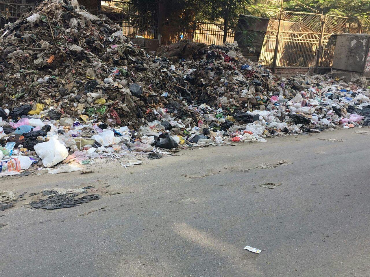جبال من القمامة