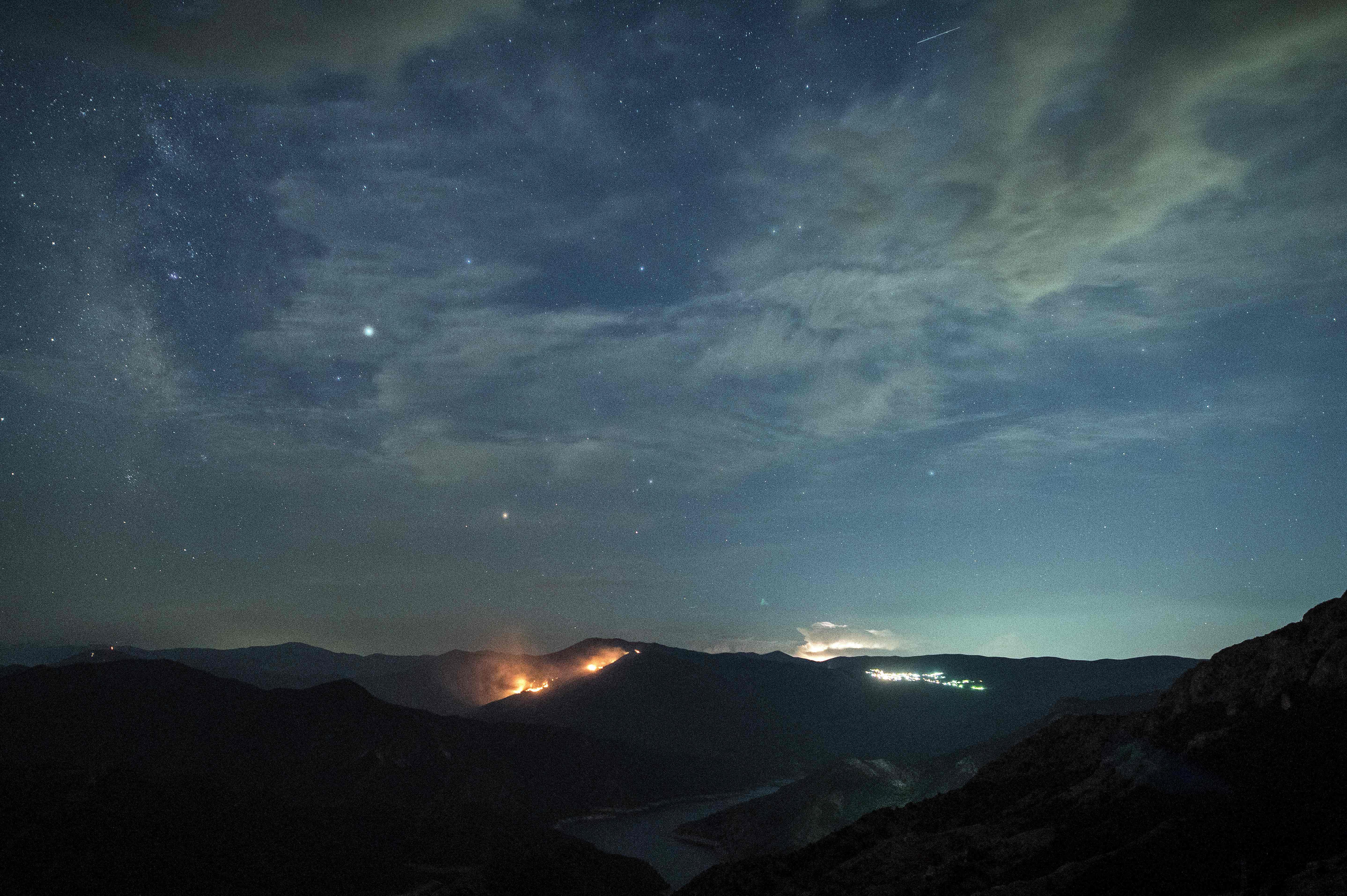حريق جراء اصطدام النيزك بالأرض