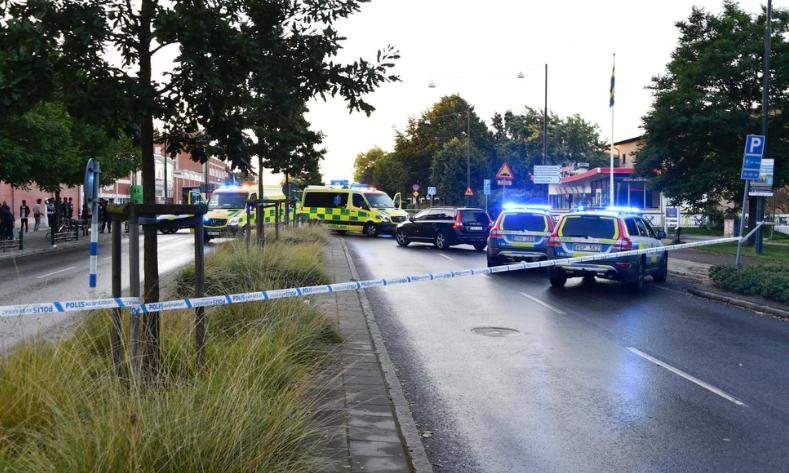 الشرطة السويدية وسيارات الإسعاف