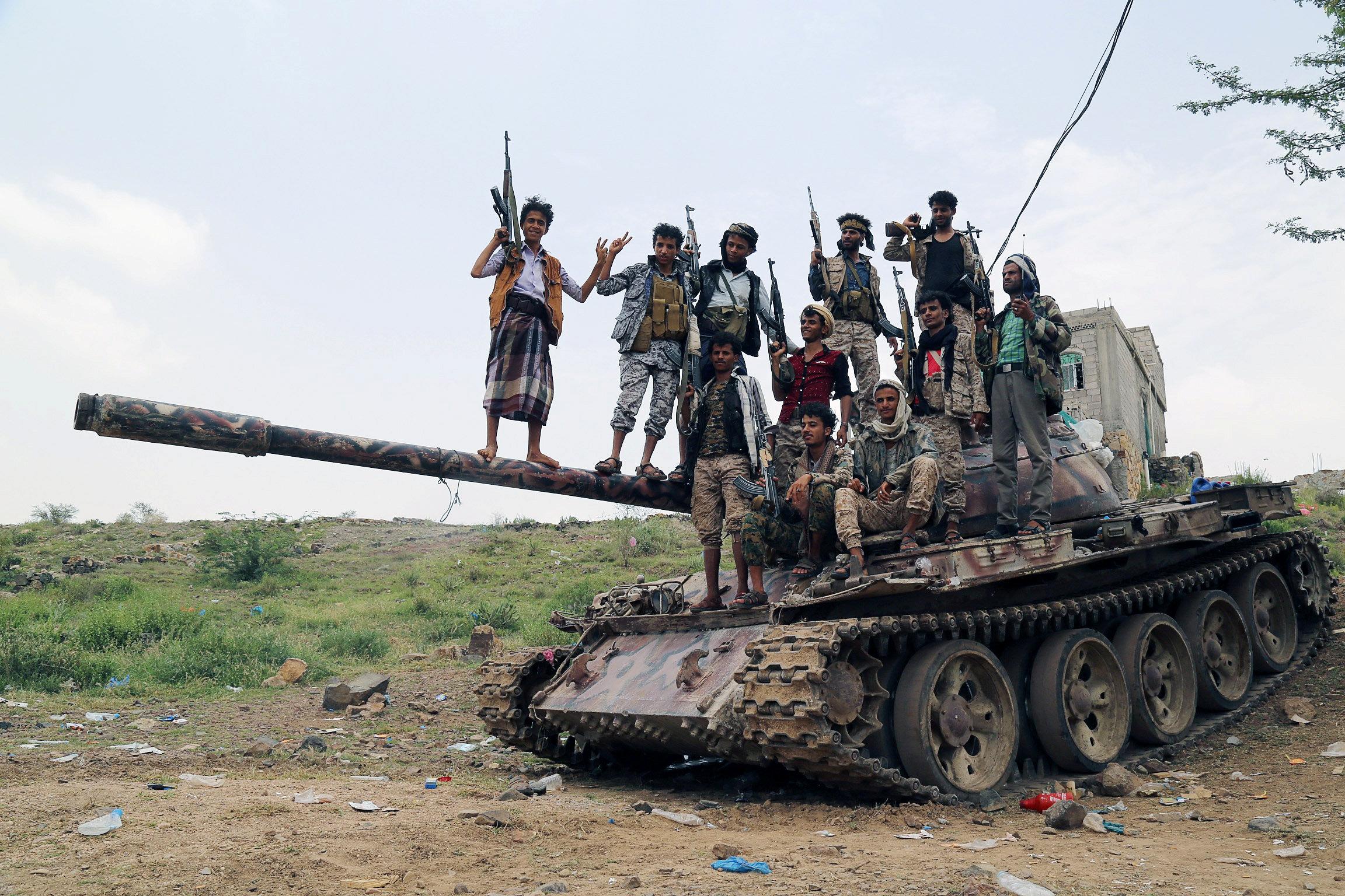 آليات الجيش اليمنى