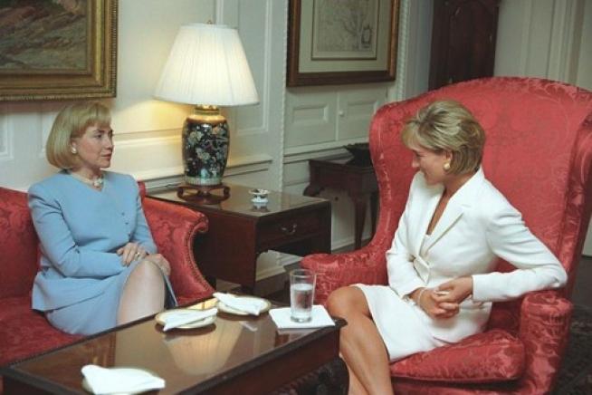 أميرة ويلز تتحدث مع هيلارى كلينتون في الثامن عشر من يونيو 1997
