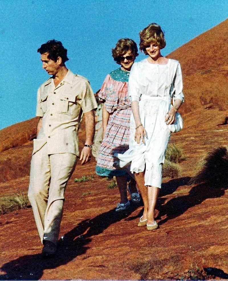 تشارلز و ديانا يزوران صخرة أيريس بإستراليا مارس 1983
