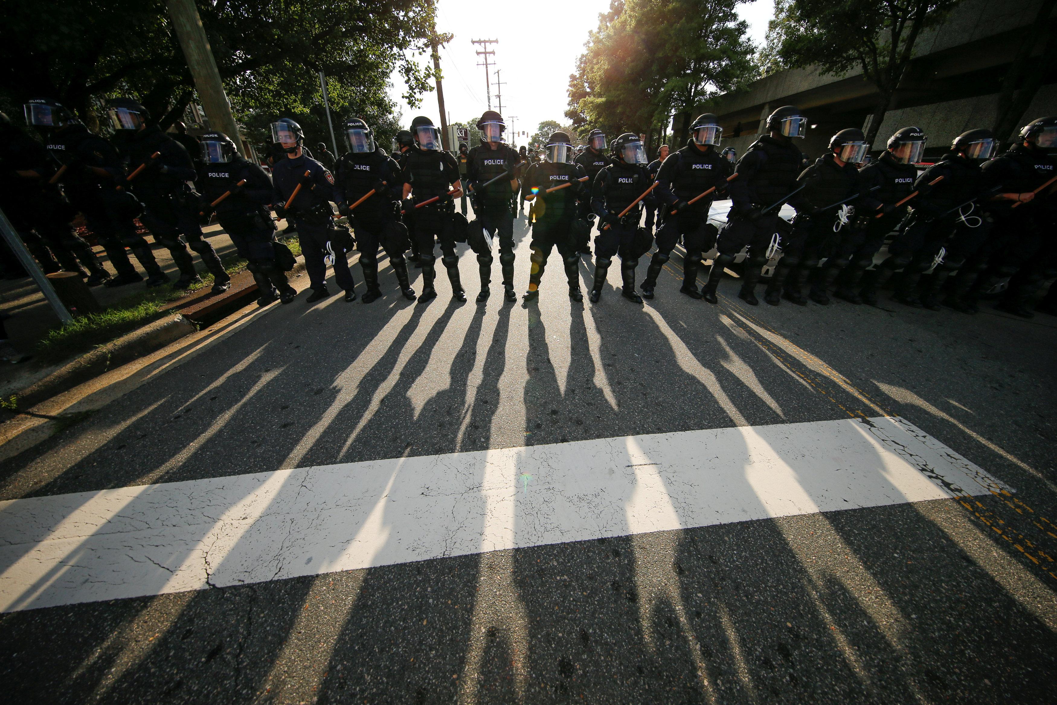 2017-08-19T004414Z_2047100638_RC153F3E0BC0_RTRMADP_3_USA-PROTESTS